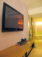 サムイ島 インターネット接続(無料)のホテル : アイヤラ ビーチ ホテル & プラザ(Iyara Beach Hotel & Plaza)のデラックスルームの設備 LCD TV