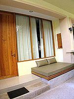 サムイ島 インターネット接続(無料)のホテル : アイヤラ ビーチ ホテル & プラザ(Iyara Beach Hotel & Plaza)のデラックスルームの設備 Balcony