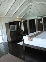 サムイ島 インターネット接続(無料)のホテル : アイヤラ ビーチ ホテル & プラザ(Iyara Beach Hotel & Plaza)のアイヤラルームの設備 Bedroom