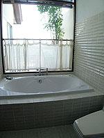 サムイ島 インターネット接続(無料)のホテル : アイヤラ ビーチ ホテル & プラザ(Iyara Beach Hotel & Plaza)のアイヤラルームの設備 Bath Room