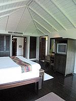 サムイ島 インターネット接続(無料)のホテル : アイヤラ ビーチ ホテル & プラザ(Iyara Beach Hotel & Plaza)のスイートルームの設備 Bedroom