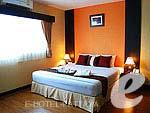 パタヤ シラチャーのホテル : J タウン サービス アパートメント(J-Town Serviced Apartments)の1ベッドルームルームの設備 Bedroom