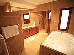 プーケット ファミリー&グループのホテル : ジャー ヴィラ(Jah Villa)の3ベッドルームルームの設備 Bathroom