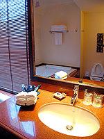 サムイ島 10,000~20,000円のホテル : ジャマキリ スパ & リゾート (Jamahkiri Resort & Spa)のファミリー スイート パビリオン(3ベッドルーム)ルームの設備 Bathroom