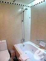 バンコク サービスアパートのホテル : ジャスミン シティ ホテル(Jasmine City Hotel)のスーペリアルームの設備 Bathroom