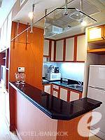 バンコク サービスアパートのホテル : ジャスミン シティ ホテル(Jasmine City Hotel)のデラックスルームの設備 Kitchen