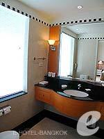バンコク サービスアパートのホテル : ジャスミン シティ ホテル(Jasmine City Hotel)のデラックスルームの設備 Bathroom