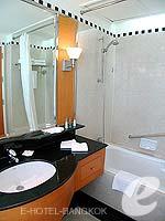 バンコク スクンビットのホテル : ジャスミン シティ ホテル(Jasmine City Hotel)のデラックスルームの設備 Bathroom