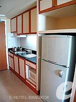 バンコク サービスアパートのホテル : ジャスミン シティ ホテル(Jasmine City Hotel)のスーペリア 1ベッドルーム スイートルームの設備 Kitchen