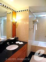 バンコク サービスアパートのホテル : ジャスミン シティ ホテル(Jasmine City Hotel)のスーペリア 1ベッドルーム スイートルームの設備 Bathroom
