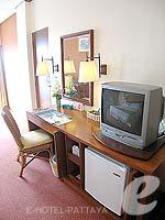 パタヤ ジョムティエンビーチのホテル : ジョムティエン パーム ビーチ(Jomtien Palm Beach)のスーペリア/メイン ウイングルームの設備 TV