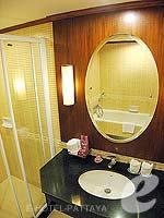 パタヤ ジョムティエンビーチのホテル : ジョムティエン パーム ビーチ(Jomtien Palm Beach)のスーペリア/メイン ウイングルームの設備 Bath Room
