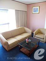 パタヤ ジョムティエンビーチのホテル : ジョムティエン パーム ビーチ(Jomtien Palm Beach)のデラックス/メイン ウイングルームの設備 Living Area