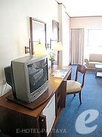 パタヤ ジョムティエンビーチのホテル : ジョムティエン パーム ビーチ(Jomtien Palm Beach)のデラックス/メイン ウイングルームの設備 TV