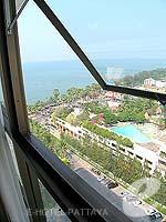 パタヤ ジョムティエンビーチのホテル : ジョムティエン パーム ビーチ(Jomtien Palm Beach)のデラックス/メイン ウイングルームの設備 View from window