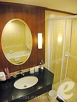パタヤ ジョムティエンビーチのホテル : ジョムティエン パーム ビーチ(Jomtien Palm Beach)のデラックス/メイン ウイングルームの設備 Bath Room
