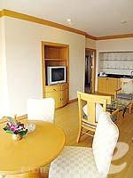 パタヤ ジョムティエンビーチのホテル : ジョムティエン パーム ビーチ(Jomtien Palm Beach)のスイート/メイン ウイングルームの設備 Dining