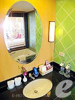 パタヤ ジョムティエンビーチのホテル : ジョムティエン パーム ビーチ(Jomtien Palm Beach)のスイート/メイン ウイングルームの設備 Simple Kitchen
