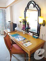 パタヤ ジョムティエンビーチのホテル : ジョムティエン パーム ビーチ(Jomtien Palm Beach)のスーペリア/ジョムティエン ウィングルームの設備 Desk
