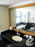 パタヤ ジョムティエンビーチのホテル : ジョムティエン パーム ビーチ(Jomtien Palm Beach)のデラックス/ジョムティエン ウィングルームの設備 Bath Room