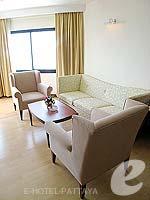 パタヤ ジョムティエンビーチのホテル : ジョムティエン パーム ビーチ(Jomtien Palm Beach)のスイート/ジョムティエン ウィングルームの設備 Living Room