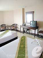 パタヤ ジョムティエンビーチのホテル : ジョムティエン タニ(Jomtien Thani)のスーペリア ルームルームの設備 Bedroom