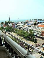 パタヤ ジョムティエンビーチのホテル : ジョムティエン タニ(Jomtien Thani)のスーペリア ルームルームの設備 Balcony
