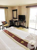 パタヤ ジョムティエンビーチのホテル : ジョムティエン タニ(Jomtien Thani)のデラックス ルームルームの設備 Bedroom