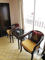 パタヤ ジョムティエンビーチのホテル : ジョムティエン タニ(Jomtien Thani)のデラックス ルームルームの設備 Chair