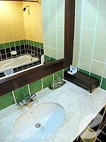 パタヤ ジョムティエンビーチのホテル : ジョムティエン タニ(Jomtien Thani)のデラックス ルームルームの設備 Bathroom