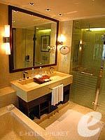 プーケット 10,000~20,000円のホテル : JW マリオット カオラック リゾート & スパ(JW Marriott Khao Lak Resort & Spa)のデラックス プールビュールームの設備 Bath Room