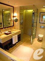 プーケット 10,000~20,000円のホテル : JW マリオット カオラック リゾート & スパ(JW Marriott Khao Lak Resort & Spa)のファミリー ルームルームの設備 Bath Room