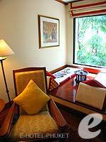プーケット ファミリー&グループのホテル : JW マリオット プーケット リゾート&スパ(JW Marriott Phuket Resort & Spa)のデラックスルームの設備 Relax Area