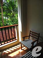 プーケット ファミリー&グループのホテル : JW マリオット プーケット リゾート&スパ(JW Marriott Phuket Resort & Spa)のデラックスルームの設備 Balcony