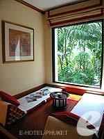 プーケット カップル&ハネムーンのホテル : JW マリオット プーケット リゾート&スパ(JW Marriott Phuket Resort & Spa)のデラックスルームの設備 Sala Area