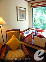 プーケット ファミリー&グループのホテル : JW マリオット プーケット リゾート&スパ(JW Marriott Phuket Resort & Spa)のデラックス プール テラスルームの設備 Chair