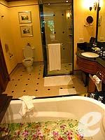 プーケット ファミリー&グループのホテル : JW マリオット プーケット リゾート&スパ(JW Marriott Phuket Resort & Spa)のデラックス プール テラスルームの設備 Bath Room
