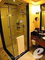 プーケット ファミリー&グループのホテル : JW マリオット プーケット リゾート&スパ(JW Marriott Phuket Resort & Spa)のデラックス シービュールームの設備 Bath Room