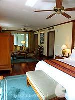 プーケット ファミリー&グループのホテル : JW マリオット プーケット リゾート&スパ(JW Marriott Phuket Resort & Spa)の1ベッドルーム スイートルームの設備 Bedroom