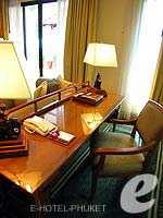 プーケット カップル&ハネムーンのホテル : JW マリオット プーケット リゾート&スパ(JW Marriott Phuket Resort & Spa)の1ベッドルーム スイートルームの設備 Writing Desk