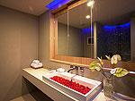 プーケット インターネット接続(無料)のホテル : カリマ リゾート & スパ(Kalima Resort & Spa)のダブル プール ハネムーン スイートルームの設備 Bath Room