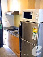 パタヤ シラチャーのホテル : カラブニング リゾート & スパ(Karabuning Resort & Spa)のスタジオルーム(シングル)ルームの設備 Kitchen