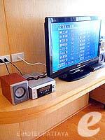 パタヤ シラチャーのホテル : カラブニング リゾート & スパ(Karabuning Resort & Spa)のスタジオ ルーム(ダブル)ルームの設備 AV Facilities