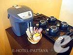 パタヤ シラチャーのホテル : カラブニング リゾート & スパ(Karabuning Resort & Spa)の2ベッドルームルームの設備 Kitchen