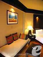 プーケット カタビーチのホテル : カタ ビーチ リゾート(Kata Beach Resort & Spa)のスーペリアルームの設備 Relax Area