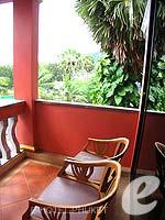 プーケット フィットネスありのホテル : カタ ビーチ リゾート(Kata Beach Resort & Spa)のスーペリアルームの設備 Balcony