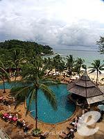 プーケット フィットネスありのホテル : カタ ビーチ リゾート(Kata Beach Resort & Spa)のデラックスルームの設備 Pool View