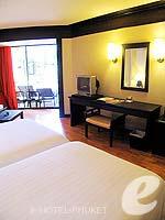 プーケット カタビーチのホテル : カタ ビーチ リゾート(Kata Beach Resort & Spa)のグランド プールアクセスルームの設備 Bedroom