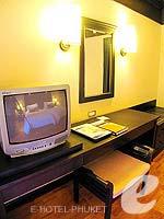 プーケット カタビーチのホテル : カタ ビーチ リゾート(Kata Beach Resort & Spa)のグランド プールアクセスルームの設備 TV