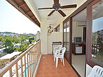 Balcony : Grand Deluxe (มาเป็นครอบครัว&หมู่คณะ) โรงแรมในภูเก็ต, ประเทศไทย